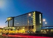 radisson-sas-manchester-airport at night