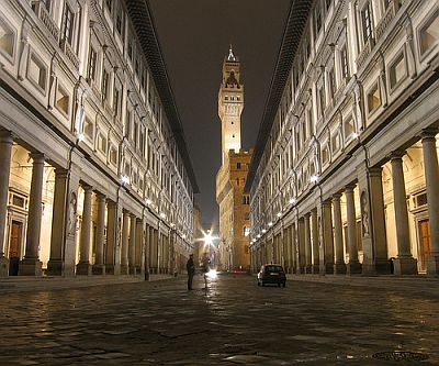 The Uffizi Museum in night