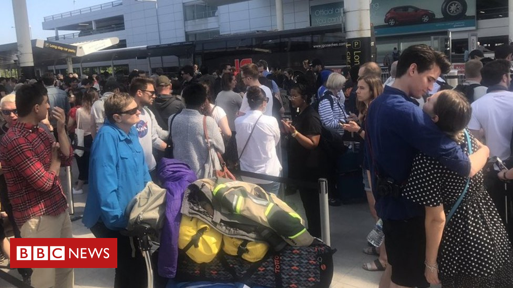 Photo of Southern: 'Don't travel to Brighton' amid Gatwick 'chaos'